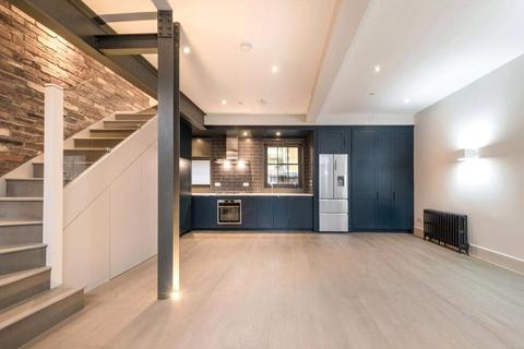 3 bedroom mews to rent - Bourlet Close, Fitzrovia, London