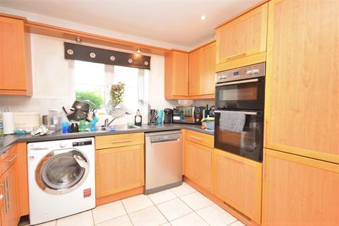 4 bedroom terraced house to rent - Lancaster Gardens Bromley BR1
