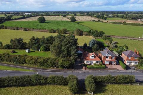 2 bedroom detached bungalow for sale - York Road, Haxby, York