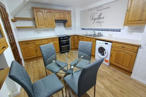 3 bedroom terraced house to rent - PELLY ROAD E13
