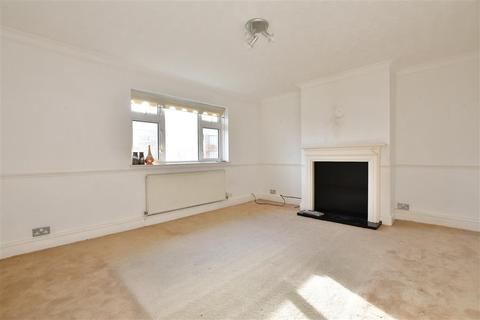 2 bedroom flat for sale - Knights Way, Ilford, Essex