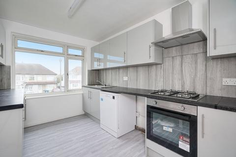 3 bedroom maisonette to rent - Roxeth Green Avenue, Harrow, London, HA2
