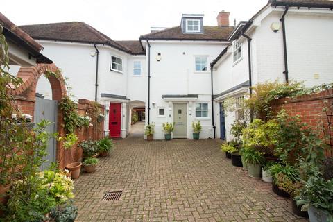 3 bedroom semi-detached house to rent - Red Lion Mews, Odiham, Hook, RG29