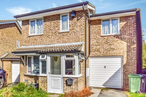 3 bedroom detached house for sale - Galena Close, Walderslade Woods, Chatham, ME5