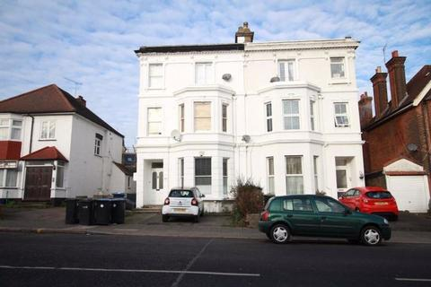2 bedroom apartment to rent - Green Lanes, N13