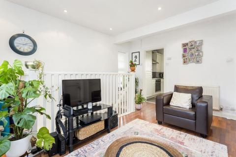 2 bedroom maisonette to rent - Neale Close, London