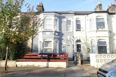 1 bedroom in a house share to rent - Fairfield Road, London, N18