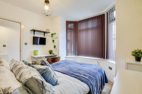 6 bedroom detached house to rent - Albion Road, Manchester M14