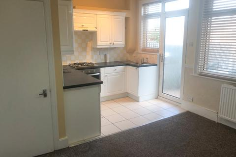 3 bedroom terraced house to rent - Park View Crescent, N11