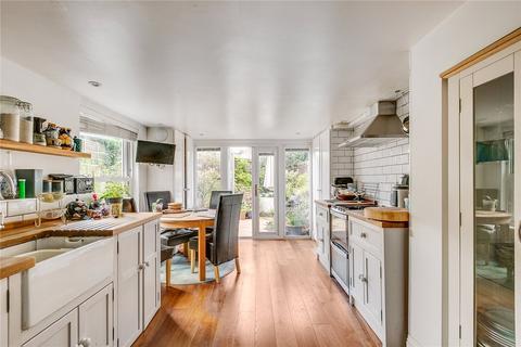 2 bedroom apartment for sale - Endlesham Road, SW12