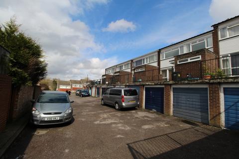 Studio to rent - Markfield, Court Wood Lane, Croydon, CR0