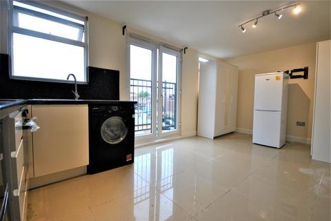Studio to rent - Camlan Road Bromley BR1
