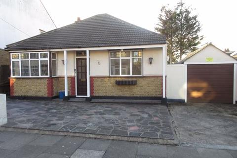 3 bedroom detached house to rent - Cromwell Road, Southend-On-Sea