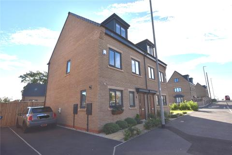 3 bedroom semi-detached house for sale - South Parkway, Leeds