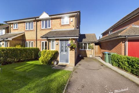 3 bedroom semi-detached house for sale - Redwood Drive, Aylesbury