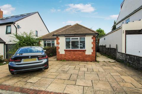 2 bedroom detached bungalow for sale - Rushdene Road, Brentwood
