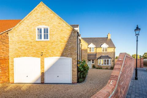 5 bedroom detached house for sale - Brindley Close, Thorpe-On-The-Hill, Lincoln