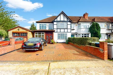 4 bedroom end of terrace house for sale - West Court, Wembley