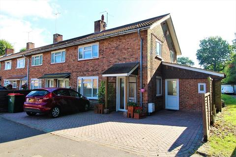 3 bedroom end of terrace house for sale - Town Mead, Crawley, West Sussex. RH11 7EF