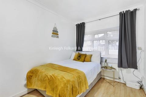 Maisonette to rent - Wentworth Gardens London N13
