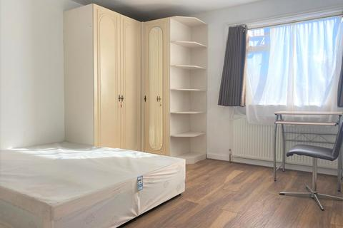 1 bedroom in a house share to rent - Woodside Grove, London, N12