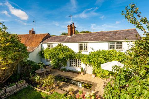 3 bedroom end of terrace house for sale - Aylesbury Road, Bierton, Buckinghamshire, HP22