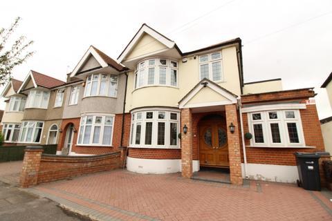 4 bedroom terraced house to rent - Tavistock Gardens, Ilford, Essex, IG3
