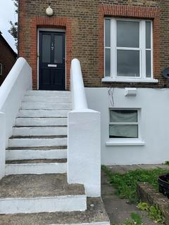 3 bedroom barn conversion to rent - 3 Bed flat to rent in West Norwood