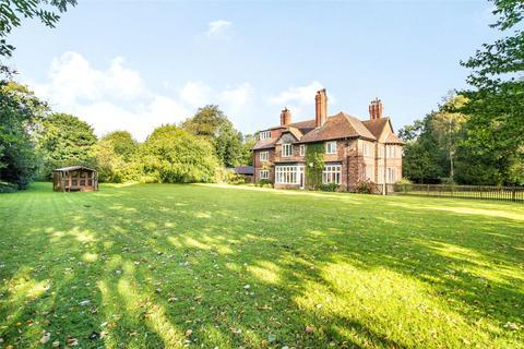 5 bedroom detached house for sale - Daresbury, Warrington
