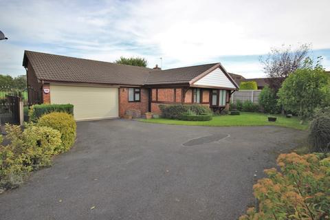 3 bedroom detached bungalow for sale - Aylsham Close, Widnes, WA8