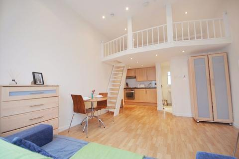 Studio to rent - Castletown Road, West Kensington, W14