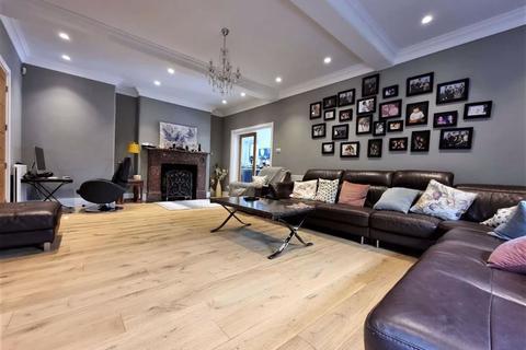 4 bedroom detached house for sale - Longbridge Road, Barking, Essex, IG11