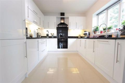 3 bedroom flat to rent - Chesham Court, Enfield, Middx