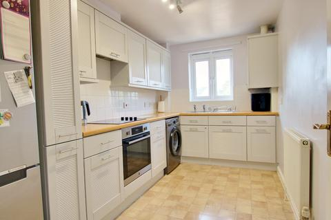 2 bedroom flat for sale - TWO DOUBLE BEDROOMS! ALLOCATED PARKING! DESIRABLE LOCATION!