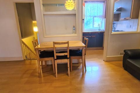 3 bedroom flat to rent - EAST BARNET ROAD, EN4