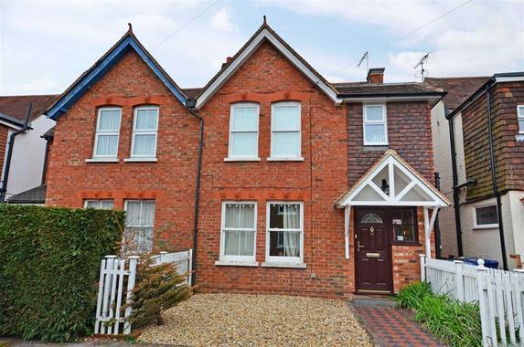 Edward Road Farnham 3 Bed Semi Detached House 465000