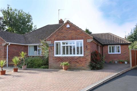 3 bedroom bungalow for sale - Vineyards Close, Charlton Kings, Cheltenham, GL53