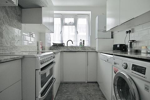 2 bedroom flat to rent - 28 Oak Way,London
