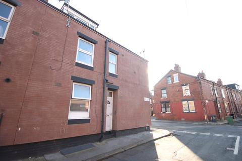 Studio to rent - Recreation Terrace, Leeds, LS11 0AW