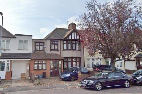 5 bedroom terraced house to rent - Primrose Avenue, Romford, Essex, RM6 4QB