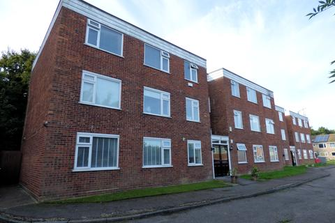 2 bedroom flat for sale - Falkirk Close, Hornchurch RM11
