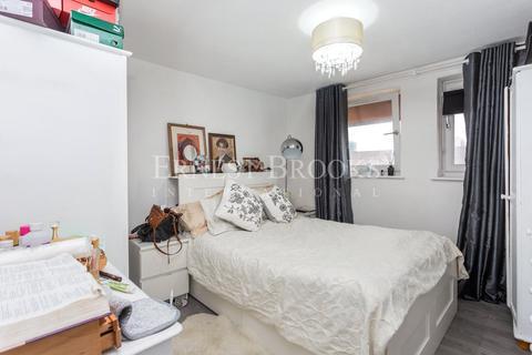 1 bedroom apartment for sale - Warlingham House, Varcoe Road, SE16