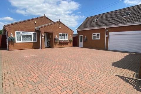 4 bedroom bungalow for sale - Irthlingborough Road, Finedon, Wellingborough, Northamptonshire, NN9 5EJ