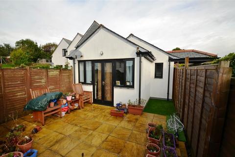 2 bedroom bungalow for sale - PENRYN