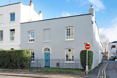 4 bedroom semi-detached house for sale - Hewlett Road, Cheltenham, Gloucestershire, GL52