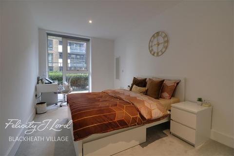 3 bedroom flat to rent - Compton House SE18