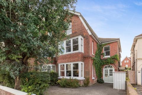 6 bedroom semi-detached house for sale - Valencia Road, Worthing, West Sussex, BN11 4QD