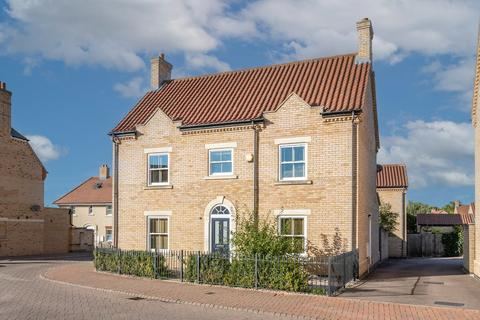 4 bedroom detached house for sale - Dickens Boulevard, Fairfield, Hitchin, Herts SG5 4FD