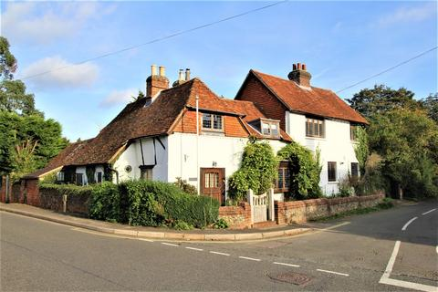 5 bedroom detached house to rent - London Road, Holybourne, Hampshire