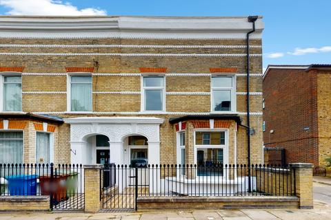 3 bedroom apartment for sale - Maxted Road, London